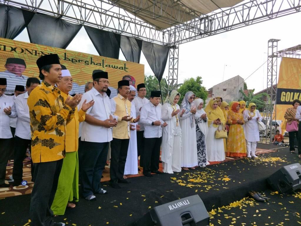 Partai Golkar akhirnya secara resmi menyerahkan rekomendasi calon bupati Probolinggo kepada Hj Puput Tantriana. (Foto: Tri Wahyudi/NusantaraNews)