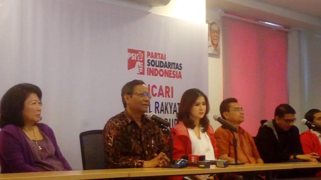 Mahfud D di kantor DPP PSI, Jakarta, Minggu (5/11/2017). (Foto: Andika/NusantaraNews)
