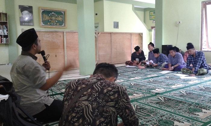 Pembukaan awal pembelajaran Program Paket C di aula Ponpes Al-Hidayah Prapak, Kranggan, Temanggung, Selasa (7/11/2017)./ Foto Dul/NusantaraNews