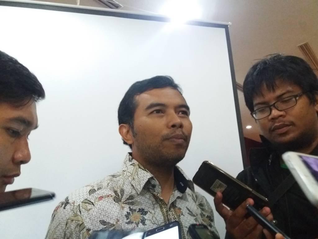 Koordinator ICW (Indonesian Corruption Watch), Adnan Topan Husodo sebut Setya Novanto tidak mencerminkan sikap negarawan karena magkir dari panggilan KPK. Foto: NusantaraNews/Restu Fadilah