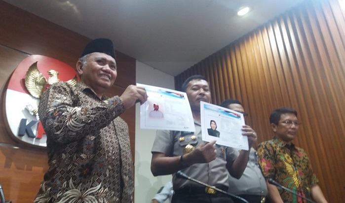 Kapolda Metro Jaya Irjen Pol Idham Azis bersama pimpinan KPK tunjukkan ua Sketsa Baru Pelaku Teror Novel Baswedan, di Gedung KPK, Jakarta Selatan, Jumat, (24/11/2017). Foto: DOk. NusantaraNews/ Restu Fadilah