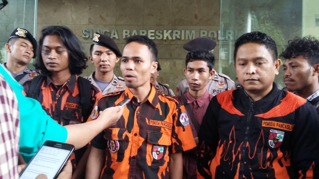 Pemuda Pancasila Sulawesi Selatan melaporkan Gubernur Sulawesi Barat Ali Baal Masdar yang diduga melakukan pelecehan Pancasila. Foto: Ucok Al Ayubbi/NusantaraNews