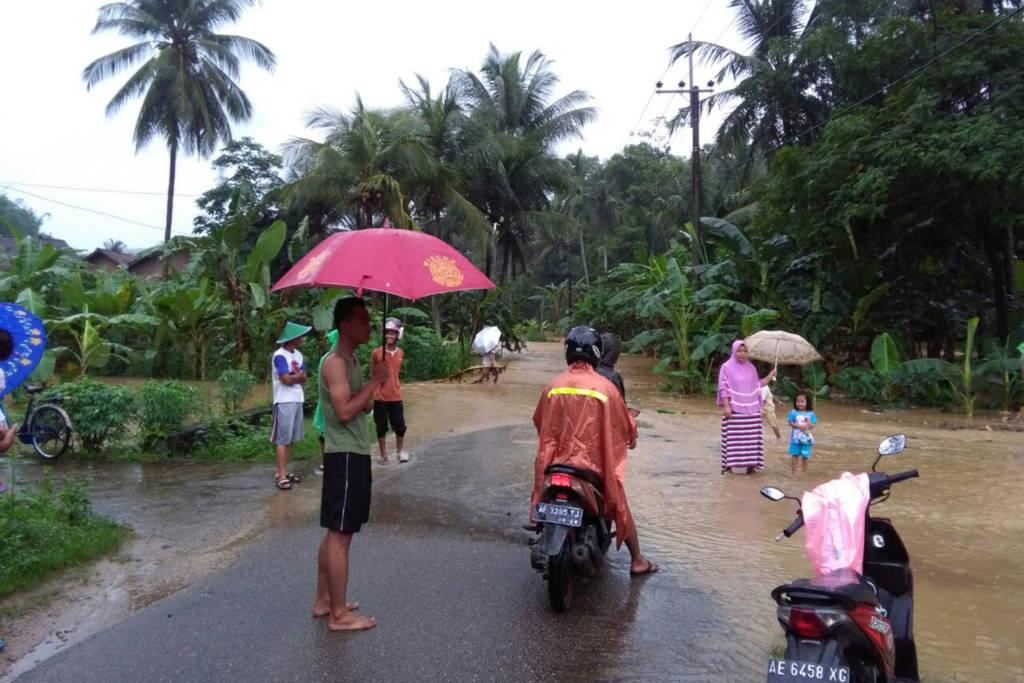 Bencana banjir di Pacitan, Jawa Timur. Foto: Tri Wahyudi/NusantaraNews