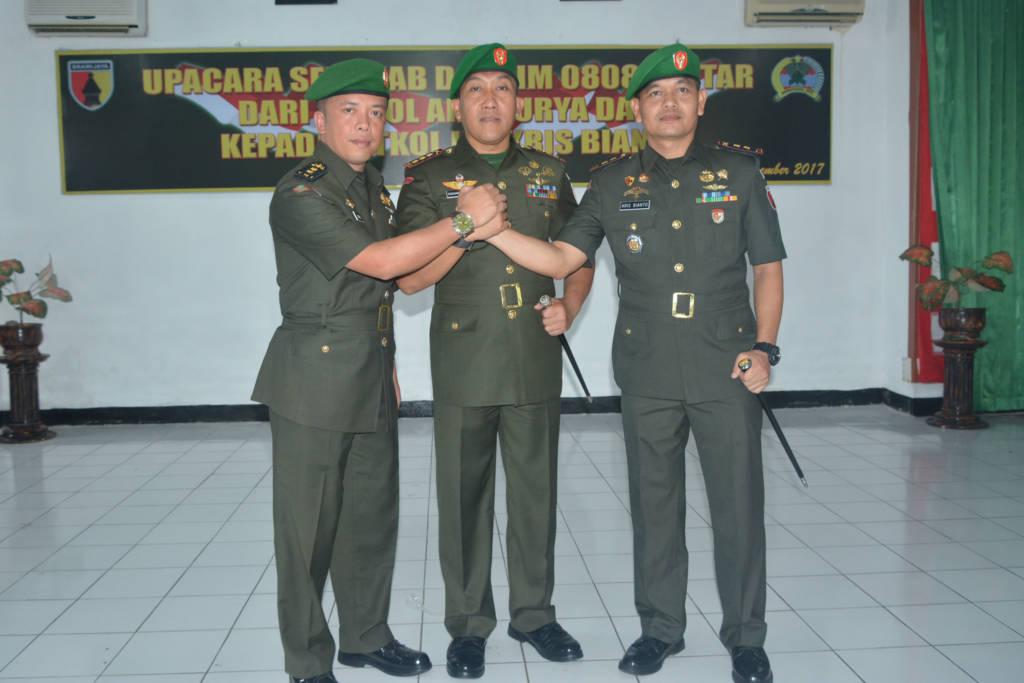 Letkol Inf Kris Bianto gantikan Letkol Arh Surya Dani sebagai Komandan Kodim 0808/Blitar. Foto: Dok. Penrem