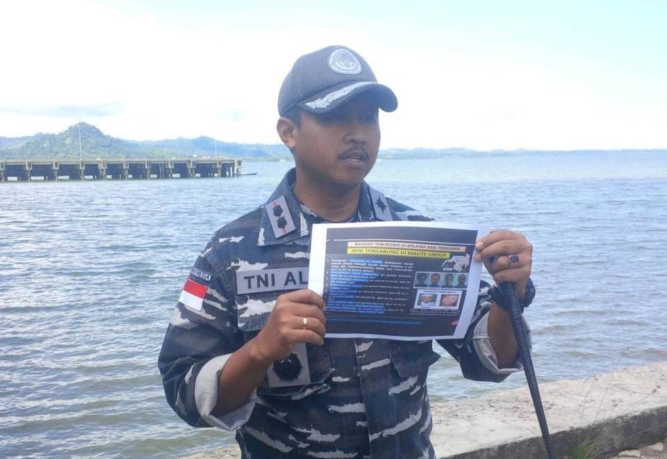 Komandan Pangkalan TNI AL/Danlanal Nunukan, Let Kol Laut (p) Ari Aryono ajak mesyarakat bijak menggunakan media sosial. Foto: Edy Santri/NusantaraNews.