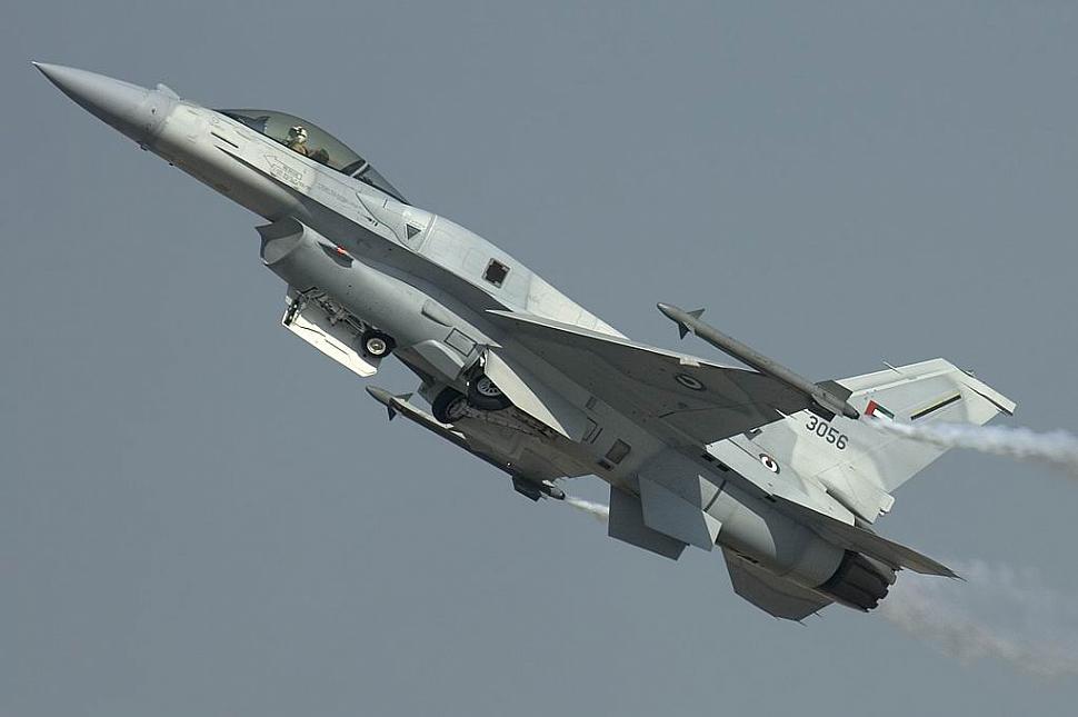 Pesawat tempur F-16 Uni Emirat Arab (UEA) akan diupgrade Lockheed Martin. Foto: Omer Khalid/F-16 Net