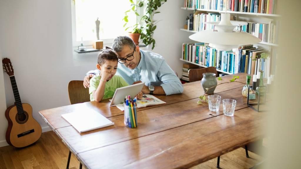 Google tengah mengembangkan sebuah aplikasi, Family Link sebagai pantauan digital untuk orang tua terhadap mengelola aktivitas online anak-anak mereka. Foto: Google Blog.
