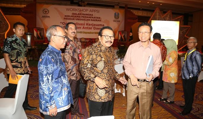 Gubernur Jawa Timur mengikuti workshop APPSI dalam rangka kerjasama pemanfaatan produk unggulan daerah di Hotel Shangrilla. Foto Tri Wahyudi/ NusantaraNews