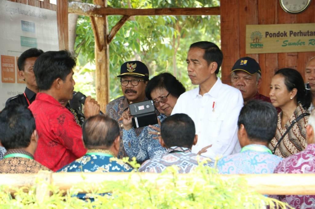 Presiden RI Joko Widodo saat bertemu dengan petani di Probolinggo, Jawa Timur. (Foto: Tri Wahyudi/NUsantaraNews)