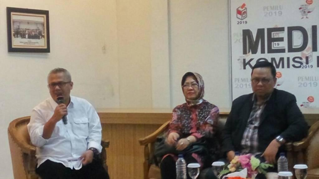 Ketua Komisi Pemilihan Umum (KPU) Pusat, Arief Budiman (kiri/putih). (Foto: Ucok Al Ayubbi/NusantaraNews)
