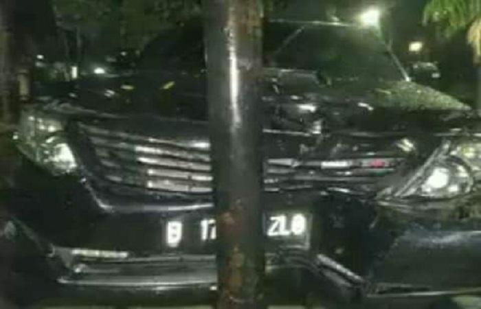 Kecelakaan Mobil Setya Novanto saat menuju ke gedung KPK pada Kamis (16/11) malam. Foto: Istimewa