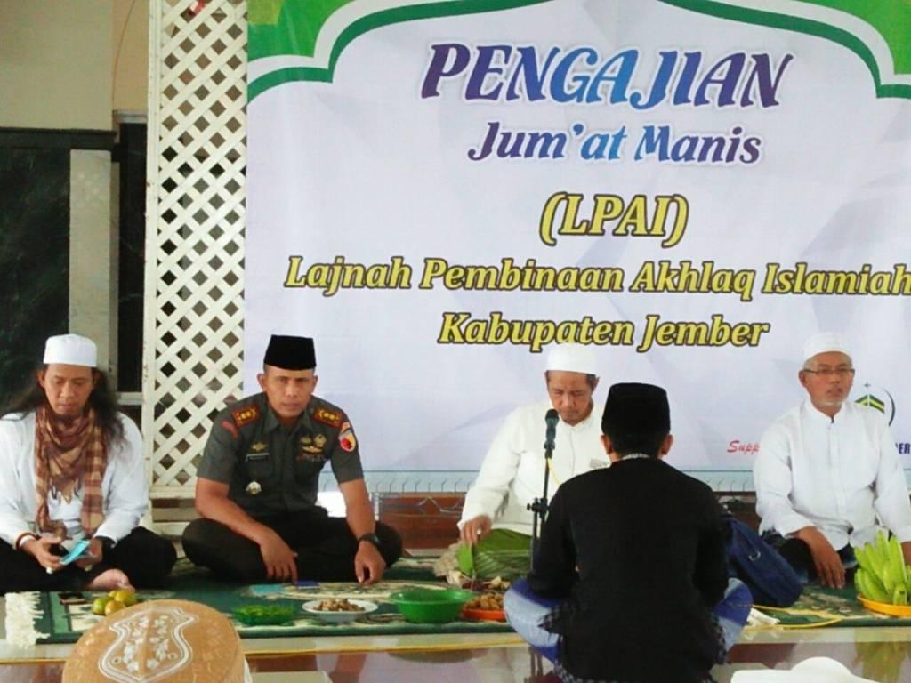 Dandim Jember Letkol Inf Rudianto mengikuti acara Lajnah Pembinaan Akhlaq Islamiyah (LPAI) di Kabupaten Jember, Jumat (17/11). Foto: Sis/Istimewa