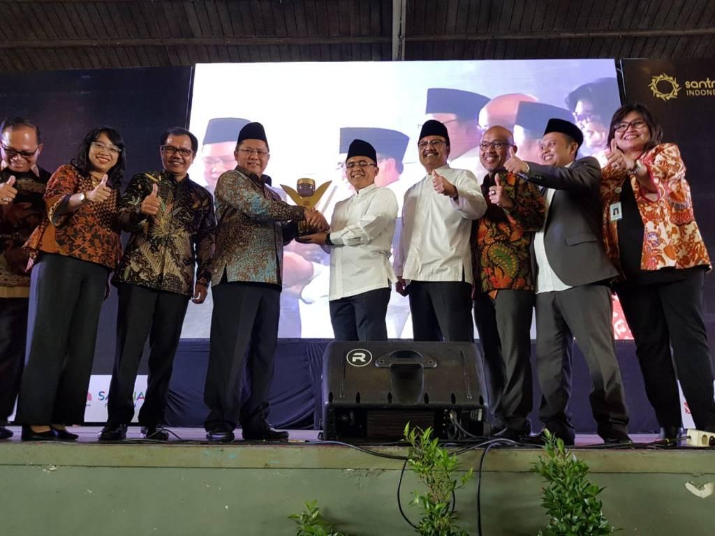 Santri Preneur Award 2017 di JX Internasional, Surabaya, Sabtu (25/11) dihadiri Wakil Gubernur Jawa Timur Saifullah Yusuf dan Bupati Banyuwangi Abdullah Azwar Anas. Foto: Tri Wahyudi/NusantaraNews