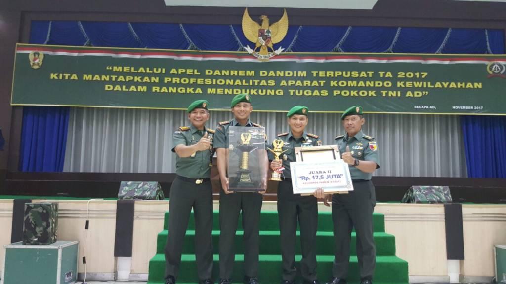Penyerahan hadiah Lomba Pembinaan Teritorial Tingkat Kodim Utama XX Tahun 2017 yang dimenangkan Kodim 0824 Jember. Foto: Istimewa