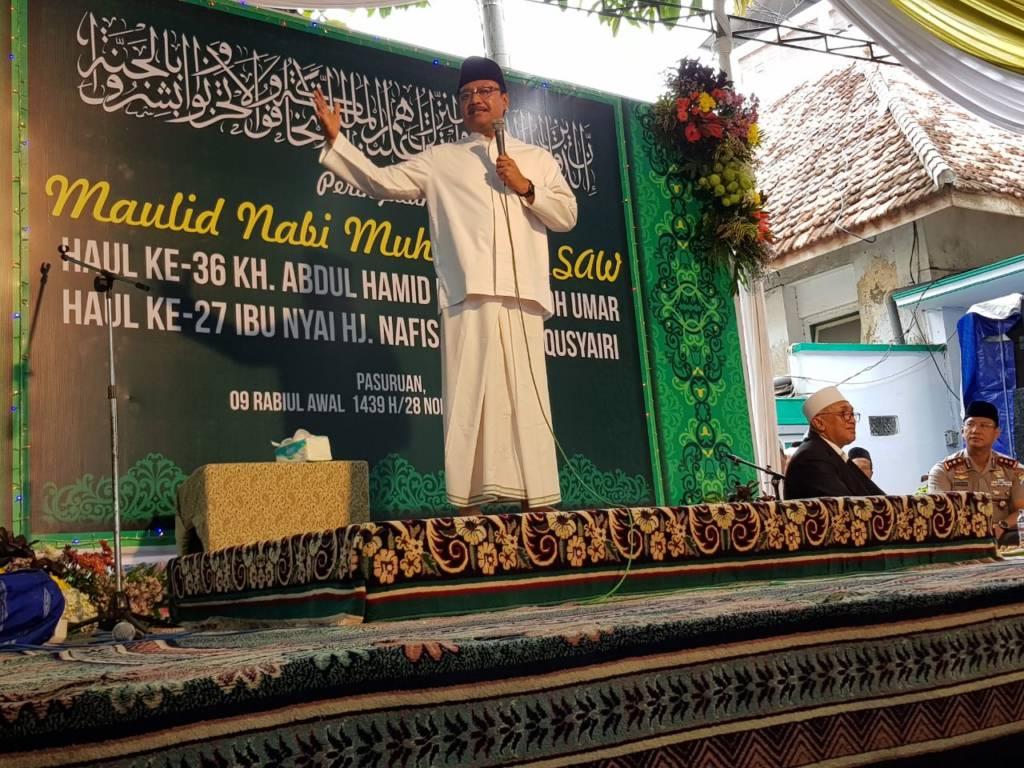 Calon gubernur Jawa Timur, Syaifullah Yusuf (Gus Ipul) saat menghadiri Haul KH Hamid ke-36 di Kota Pasuruan, Selasa (28/11). Foto: Tri Wahyudi/NusantaraNews