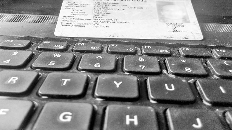 Registrasi kartu menggunakan KTP dinilai rawan bobol. (Foto: Ilustrasi/Eriec Dieda/NusantarNews)