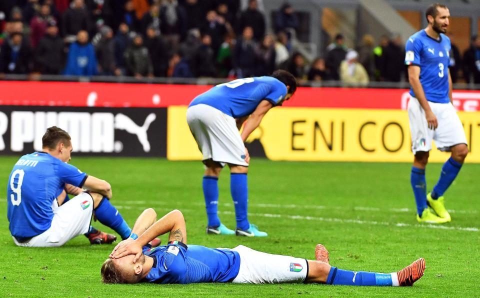 para pemain timnas Italia usai gagal lolos ke Piala Dunai 2018 di Rusia. Foto: EPA