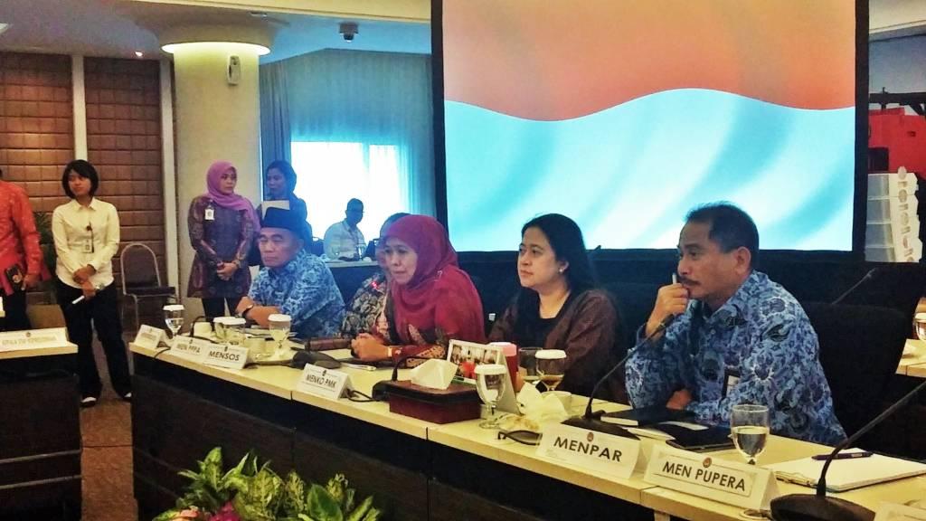Menko PMK, Puan Maharani saat jumpa pers di kantor Kemenko PMK, Rabu (29/11/2017). Foto: Ucok Al Ayubbi/NusantaraNews