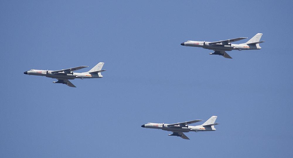 Pesawat pembom China terdeteksi terbang di dekat Guam, pulau milik Amerika Serikat. ( AP Photo/ Mark Schiefelbein)