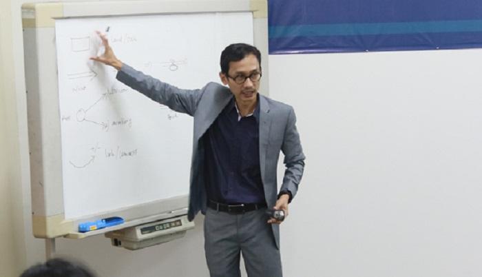 Pengamat Ekonomi Universitas Indonesia, Athor Subroto. Foto: Dok. Humas UTY