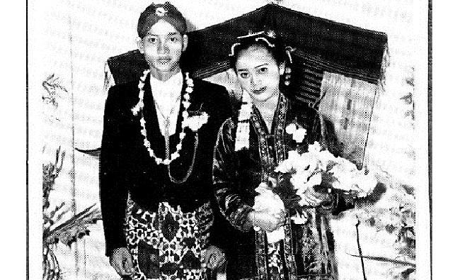 Pernikahan WS Rendra dengan Sunarti Soewandi, 31 Maret 1959. Foto: Dok. KeluargaPernikahan WS Rendra dengan Sunarti Soewandi, 31 Maret 1959. Foto: Dok. Keluarga