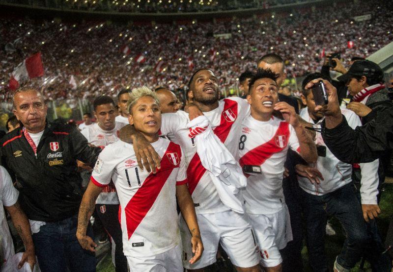 Peru rebut tiket Piala Dunai 2018 di Rusia dari tangan Selandia Baru pada Rabu (15/11) waktu setempat. Foto: AFP