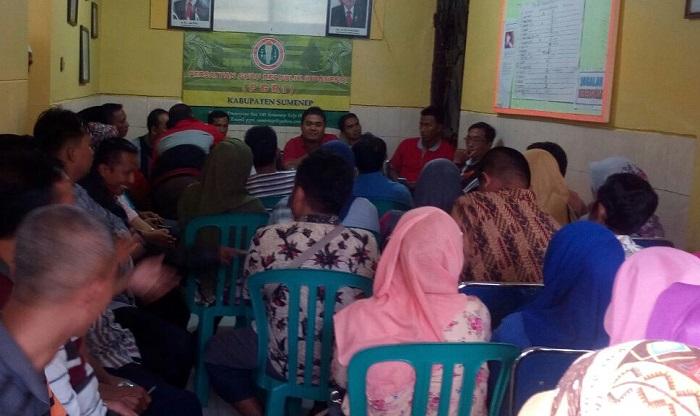Rapat bersama guru honorer katagori dua Sumenep (Foto Mahdi/Nusantaranews.co)