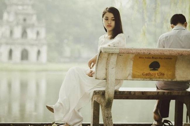 Sepasang Kekasih duduk di Bangku taman (Ilustrasi). Foto: Dok. Nota/Pexels