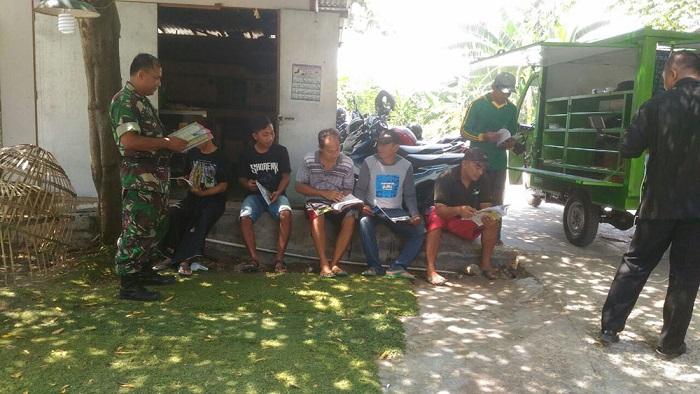 Si Mokos, Perpustakaan Keliling dan Bioskop Jalan Milik TNI Tiba di Lamongan. Foto Penrem 082/CPYJ/Candra