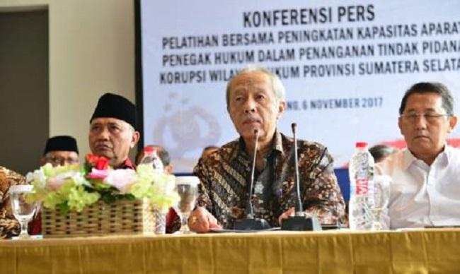Anggota VII BPK, Prof. Eddy Mulyadi Soepardi (Tengah) dan Ketua KPK Agus Rahardjo (Kanan). Foto: Dok. Humas BPK