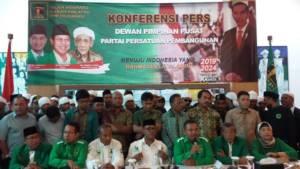 Ketua Umum Pemuda Persatuan M Ebit Boi (PPP kubu Djan Farid) menggelar jumpa pers di Jl. Talang No. 3, Proklamasi, Jakarta Pusat, Kamis (14/12/2017). Foto: Ucok Al Ayubbi/NusantaraNews
