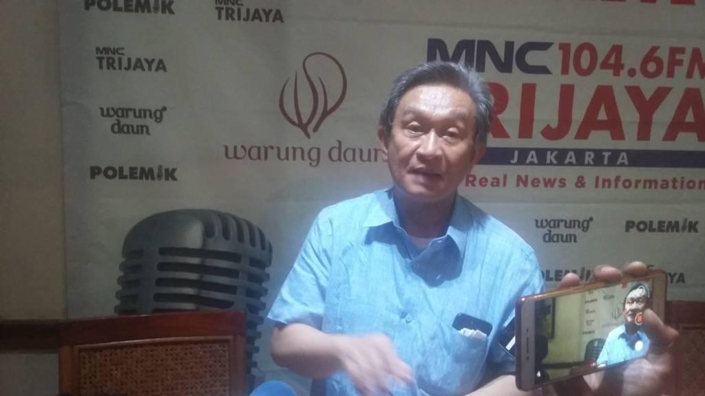 Kuasa Hukum Setya Novanto, Maqdir Ismail di kawasan Cikini, Jakarta Pusat, Sabtu (16/12/2017). Foto: NUSANTARANEWS.CO/Ucok Al Ayubbi