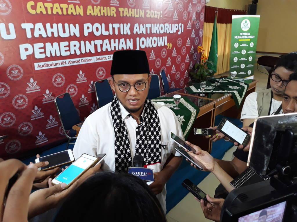 Ketua Umum Pemuda Muhammadiyah Dahnil Azhar Simanjuntak mengatakan kinerja pemerintahan Jokowi dalam bidang penegakkan hukum buru. Foto: NUSANTARANEWS.CO/Ucok Al Ayubbi