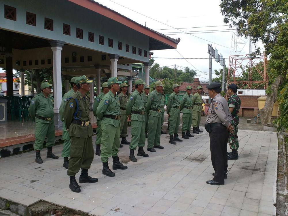 Sebanyak 26 orang anggota Linmas Kecamatan Dawarblandong, Mojokerto diberdayakan Koramil 0815/08 Dawarblandong Kodim 0815 Mojokerto. Foto: Dok. Penrem