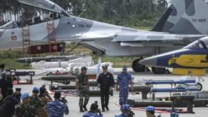 Presiden Jokowi dan Panglima TNI Jenderal Gatot Nurmantyo di Pangkalan Udara. Foto: Antara