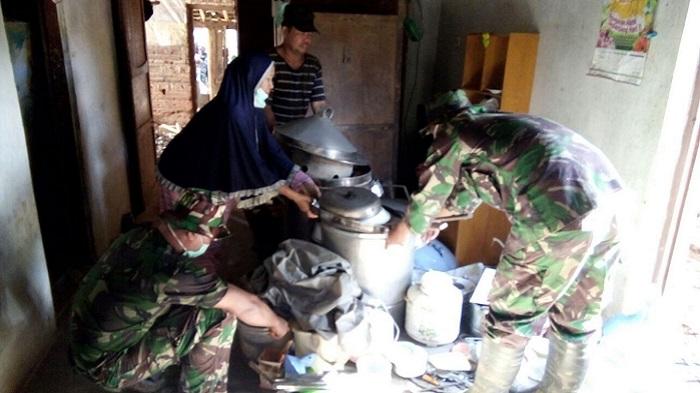 Tumah Sukardi Korban Banjir Pacitan. Foto TImbul/ NusantaraNews