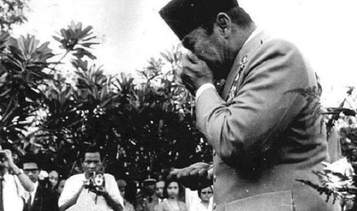 Pemakaman jenazah Pahlawan Revolusi korban Gerakan 30 September/PKI di Taman Makam Pahlawan Kalibata, Jakarta. Foto: Istimewa