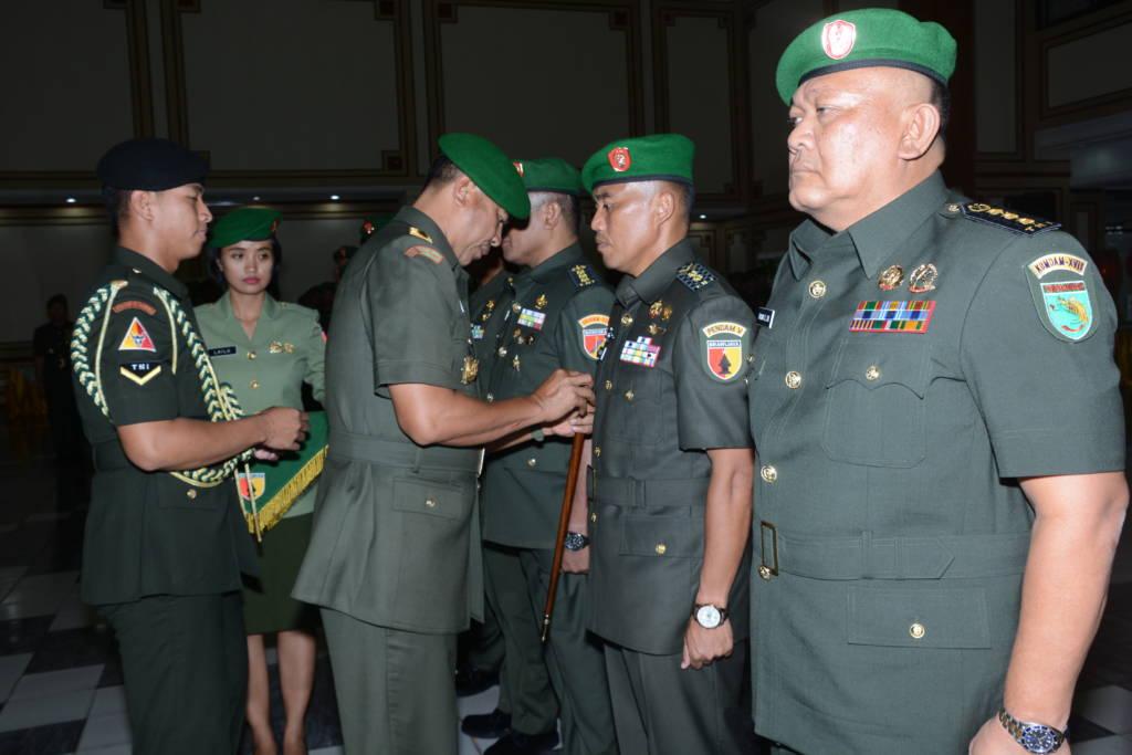7 Perwira di jajaran TNI-AD telah menduduki kursi jabatan baru di Makodam V/Brawijaya. Foto: Dok. Penrem