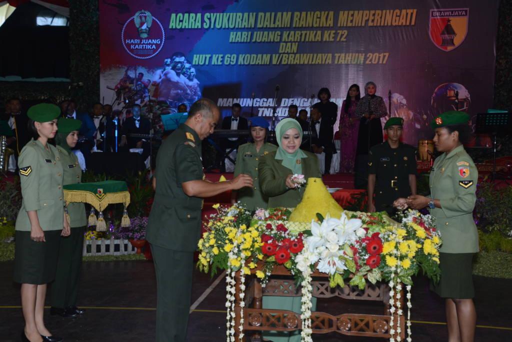 Acara tasyakuran HUT Kodam Brawijaya ke-69 dan peringatan Hari Juang Kartika ke-72 tahun 2017. Foto: Dodiet/NusantarNews/Pendam