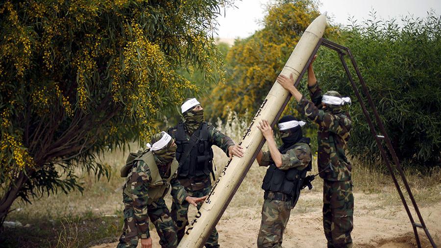 Hamas menembakkan roket-roketnya untuk menghadang laju Israel pasca pengakuan TYerusalem. Foto: REUTERS