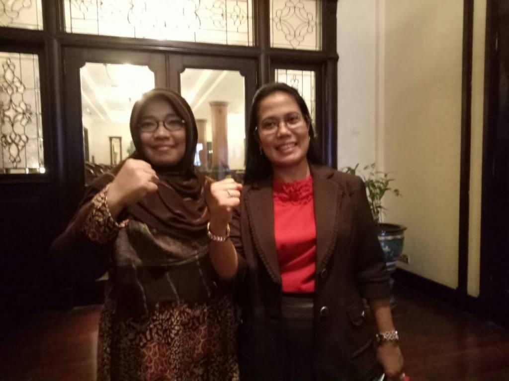 Ketua (Hikmah Baihaqi) dan Sekretaris Tim Pemenangan (Sri Untari) pasangan calon gubernur Jawa Timur Syaifullah Yusuf dan Azwar Anas. Foto: Tri Wahyudi/NusantaraNews