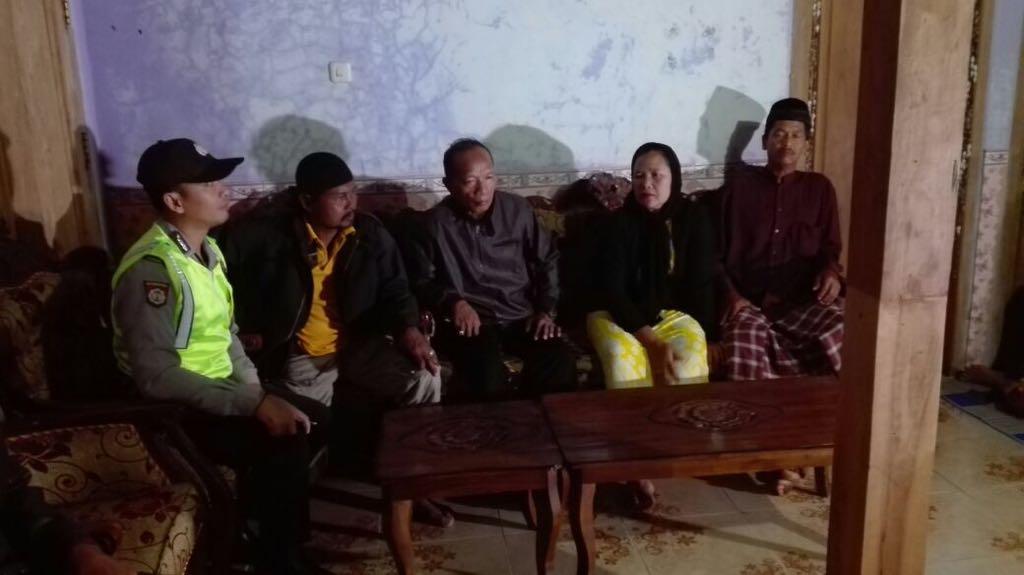 Polres Ponorogo meminta keterangan terkait makanan beracun yang menimpa sejumlah warga di Ponorogo. Foto: Muh Nurcholis/Nusantaranews