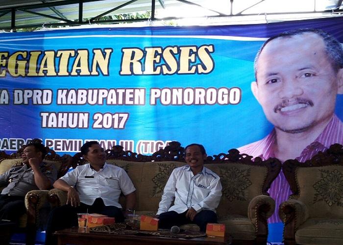 Anggota DPRD Kabupaten Ponorogo Jawa Timur Puryono memanfaatkan masa reses dengan menyerap aspirasi warga. Foto: Muh Nurcholis/NusantaraNews