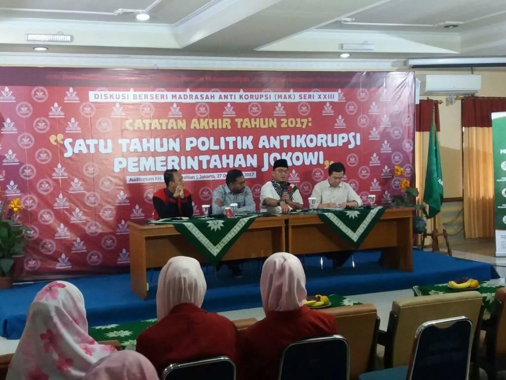 Diskusi bertajuk Satu Tahun Politik Antikorupsi Pemerintahan Jokowi di Kantor Muhammadiyah Jl. Menteng Raya, Jakarta Pusat, Rabu (27/12/2017). Foto: NUSANTARANEWS/Ucok Al Ayubbi