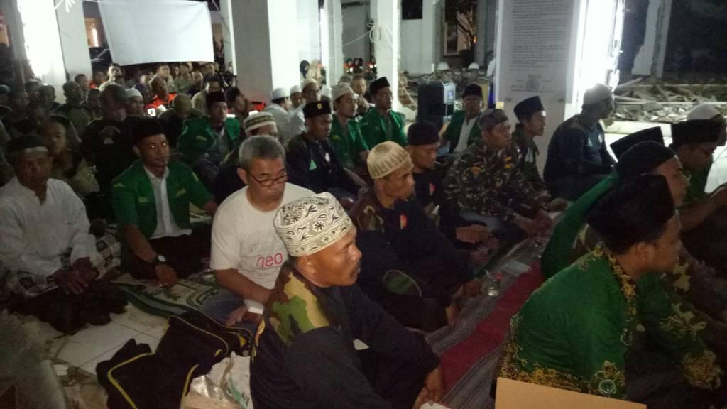 CNU dan PC GP Ansor Surabaya bersama Komunitas Bambu Runcing Surabaya (KBRS), Dewan Kesenian Surabaya (DKS) dan Bengkel Muda Surabaya (BMS), Pemuda Muhammadiyah, Banser dan Kokam menggelar istighosah bersama. Foto: Istimewa/Nusantaranews