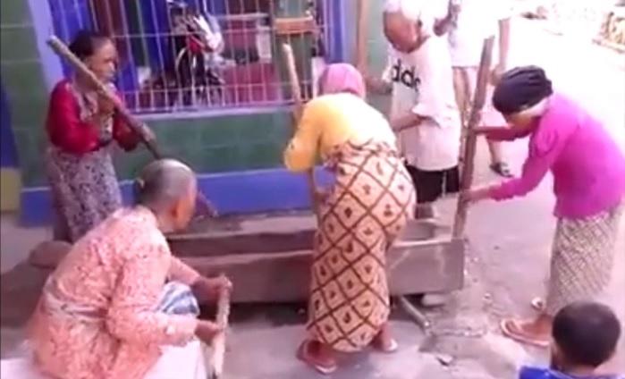 Tradisi Musik Lesung Ketika Ada Hajatan di sejumlah daerah di Indonesia. Foto crop: NusantaraNews