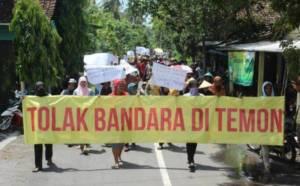 Warga Temon Kulonprogo Saat Demo menolak pembangunan Bandara Baru. Foto via beritatrans