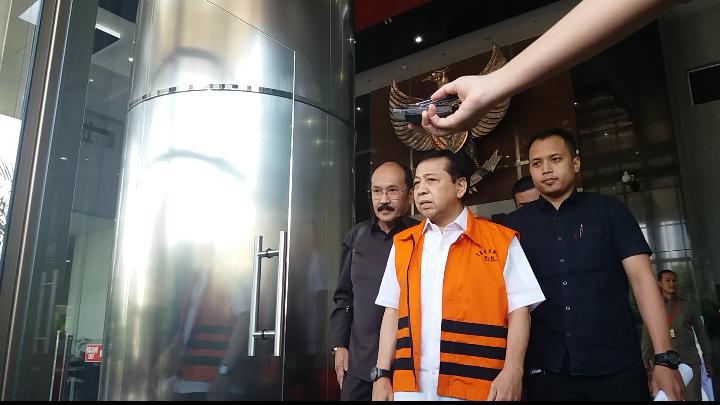 Setnov Bersama Pengacaranya (Foto: Restu Fadilah/Nusantaranews)