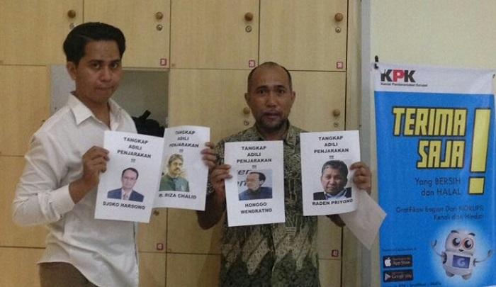 Pergerakan Pemuda Merah Putih (PP Merah Putih) telah menyerahkan satu bundel bukti tambahan dokumen mega korupsi Kondensat TPPI yang merugikan negara sebesar Rp 35 triliun. FOto: Dok. NusantaraNews