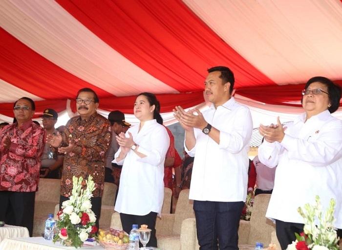 Soekarwo bersama Puan Maharani dan Imam Nahrawi dalam penutupan Kirab Pemuda 2017 (Foto Istimewa/Nusantaranews)